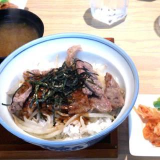 牛肉のステーキ風丼