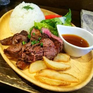 牛モモとトモバラ肉の盛り合わせプレート