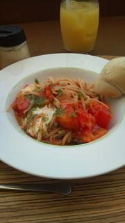 モッツアレラチーズとトマトのカプレーゼ風