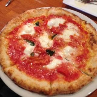 水牛モッツァレラチーズのマルゲリータ