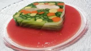 トマトのクーリに浮かべた金目鯛のミキュイ 春野菜のテリーヌ