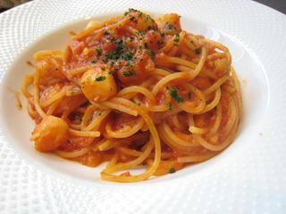 ホタテ小柱と野菜のピリ辛トマトソース スパゲッティ