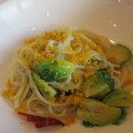 白魚と芽キャベツと自家製からすみのオリーブオイルのスパゲティ