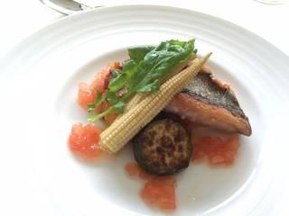 イサキのポワレと夏野菜のラタトゥイユ