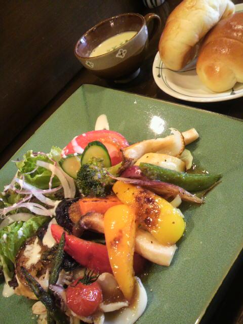 帆立とイカと野菜のソテー