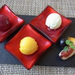 季節の三種ジェラートとフルーツの盛り合わせ ラ ベデュータスタイル