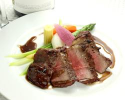 イベリコ豚のロースト  トリュフ香る赤ワインソース