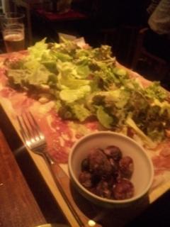 イタリア産生ハムとサラミのてんこ盛り