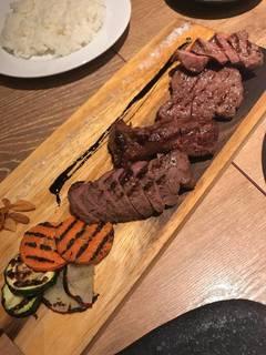 肉の日の三種盛り合わせ