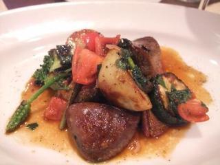 柔らかく煮込んだ国産牛タンと季節野菜のソテー
