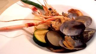 貝と手長エビと新鮮無農薬野菜の蒸し焼き