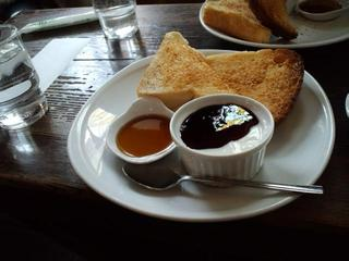 メイプルシロップ&ヨーグルトつきトースト