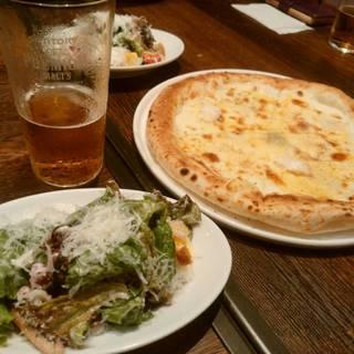 """4種チーズのピッツァ """"クワトロ フォルマッジョ"""""""