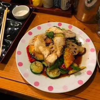 彩野菜と白身魚の黒酢醤油かけ