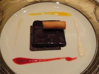 チョコレートのデザート レモンクリームのラングドシャと、4種のソース