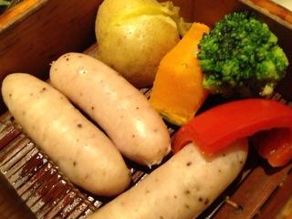 ホワイトソーセージとごろごろ野菜のセイロ蒸し