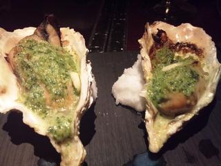 本日の殻付き牡蠣のガーリック焼き