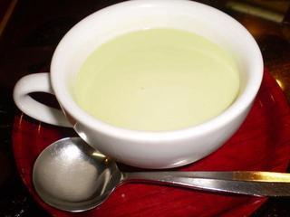 グリーンピースの冷製スープ