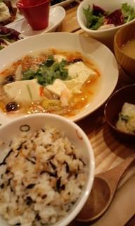 おぼろ豆腐と野菜の煮込み蟹あんかけ定食