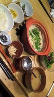 豚肉とクレソンの豆乳ごまラー油鍋