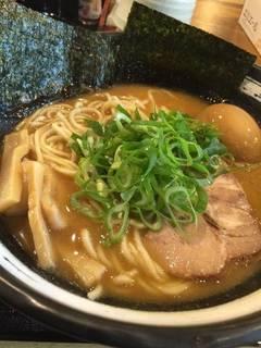 醤油鶏白湯ラーメン