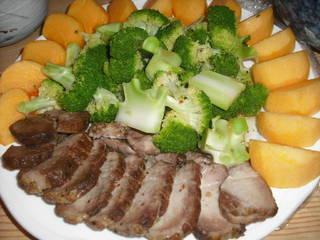 厚切りチャーシューと柿のサラダ