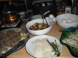 豚タンと野菜の炒め物、べったら漬け