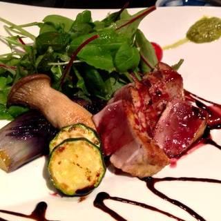 中トロのステーキと有機野菜のサラダ