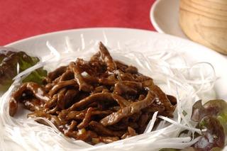牛肉の甘味噌炒め薄もち包み