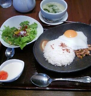 鶏粗挽き肉のガパオライスランチセット