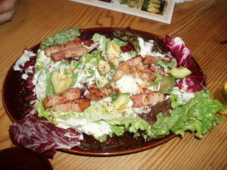 ベーコンとアボカドのシーザーサラダ