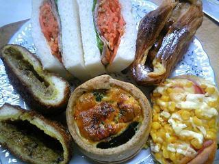 焼豚とニンジンのサンドイッチ