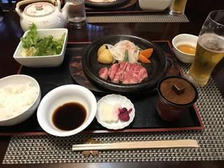 お昼のステーキ膳