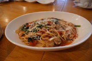 牡蠣とトマトソースのパスタ