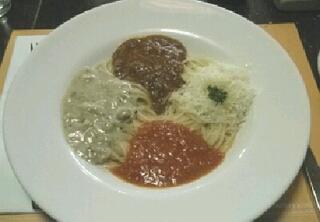 4種類のソースのスパゲティ