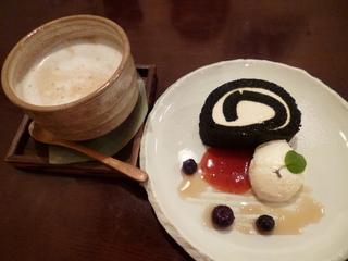 米粉のロールケーキ 黒胡麻