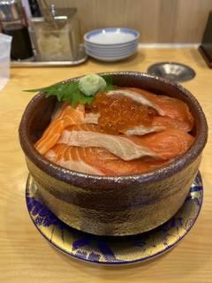 サーモン親子丼(半分丼)