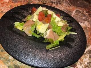モッツァレラと生ハムのサラダ
