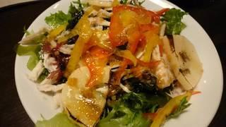 朝堀タケノコと新ワカメの海藻サラダ
