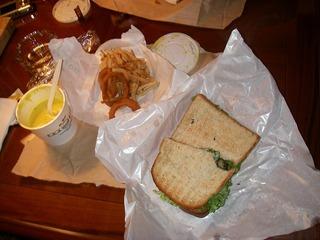 サンドイッチとオニオンリング