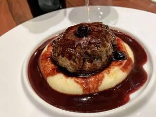 馬肉のステークアッシェ 赤ワインとカシスのソース