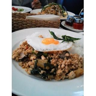 鶏挽肉バジル炒めとジャスミンライス