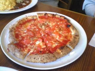 フレッシュトマトとアンチョビのピッツア