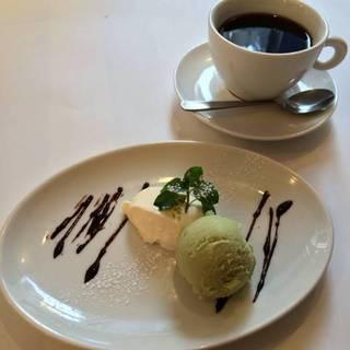 広島の柚子を使ったパンナコッタとピスタチオのジェラート