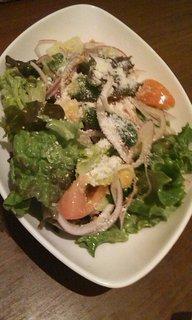 フレッシュトマトとパンのグリーンサラダ