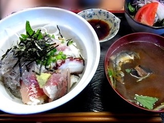 地魚ちらし丼