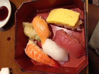 椿 寿司盛り合わせ