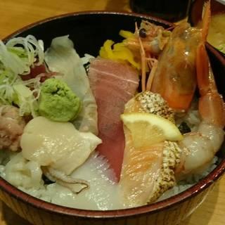 平日ランチ 地魚のおまかせ丼