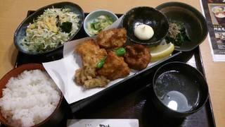 阿波尾鶏 三種唐揚定食