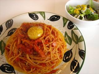 トマトソースのカルボナーラ
